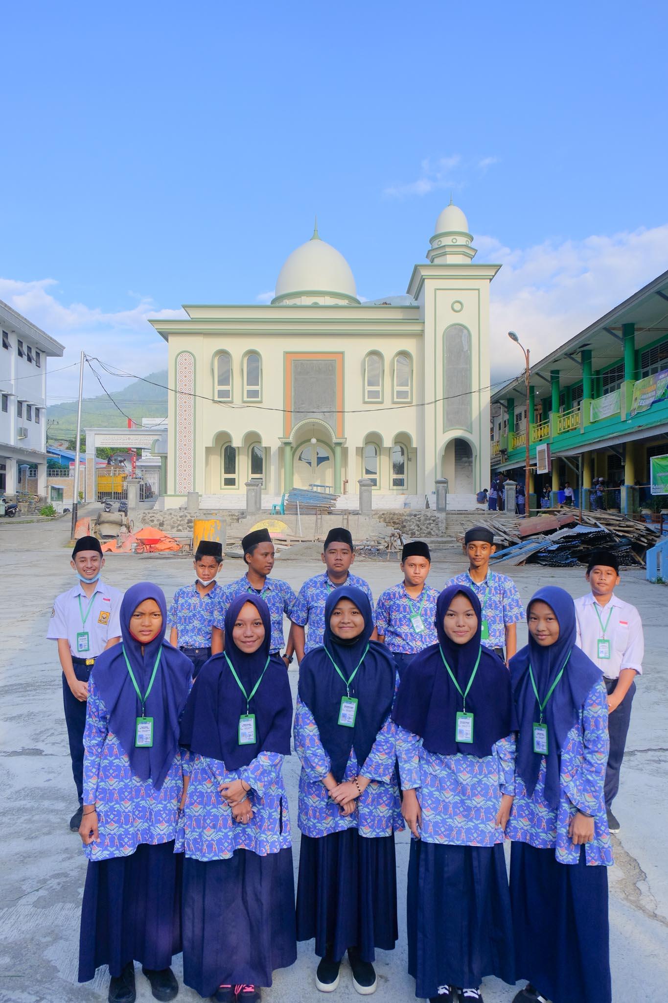 Foto pada ujian Sekolah  hari keemapat 8 April 2021